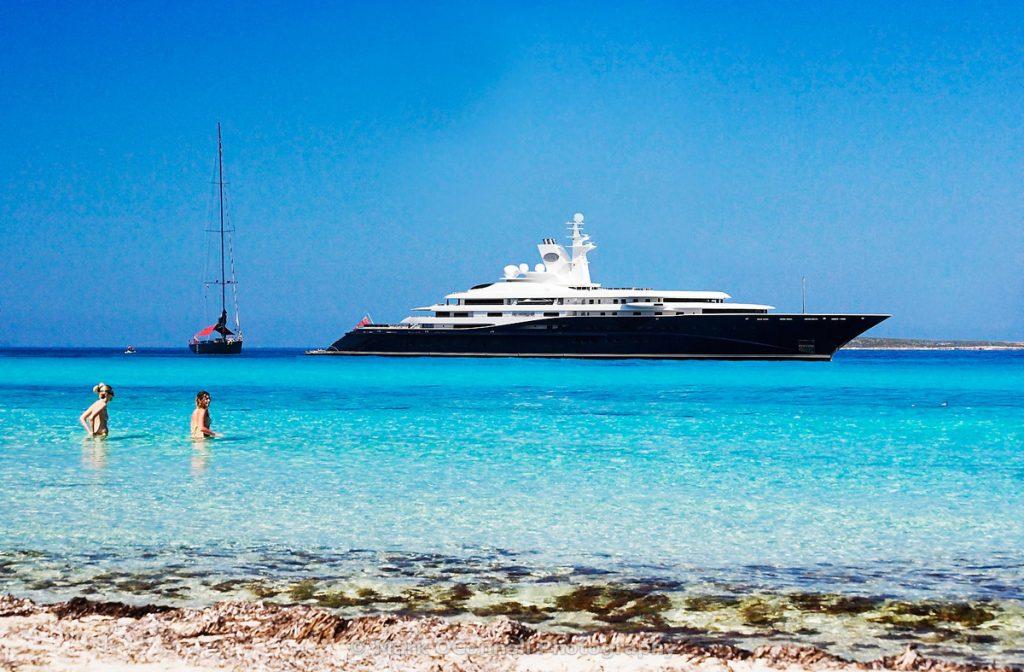 luxury_yacht.-superyacht-PerfectYachtCharter.com